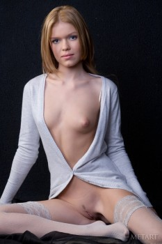Ginger chick underlines her naked beauty with clothes.