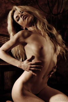 Skinny blonde is enjoying unforgettable solo in studio