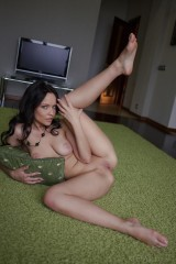 Sexy brunette knows all the secrets of great solo