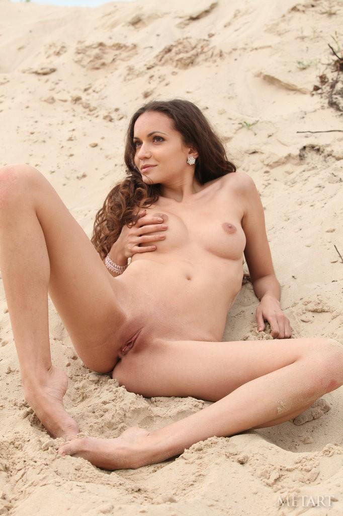 Naked solo beach girls — img 14