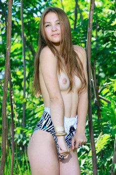 Young babe is enjoying solo in the forest