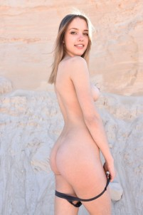 Curvy babe gets her orgasms in the sand