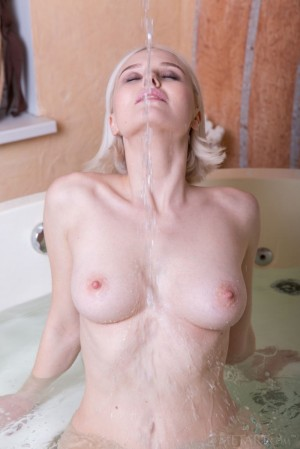 Playful babe teases pussy in jacuzzi