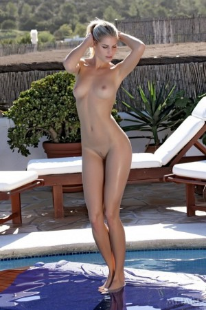 Blonde is next to a fishing net in the nude